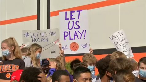 Illinois Parents Protest Cancellation of Fall Sports